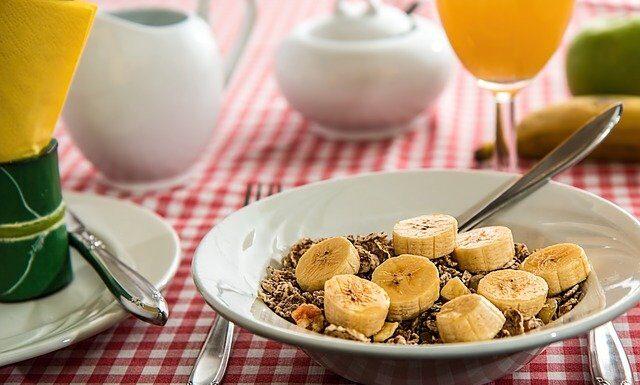 Banan – ile ma kalorii? Wartości odżywcze i przepisy.